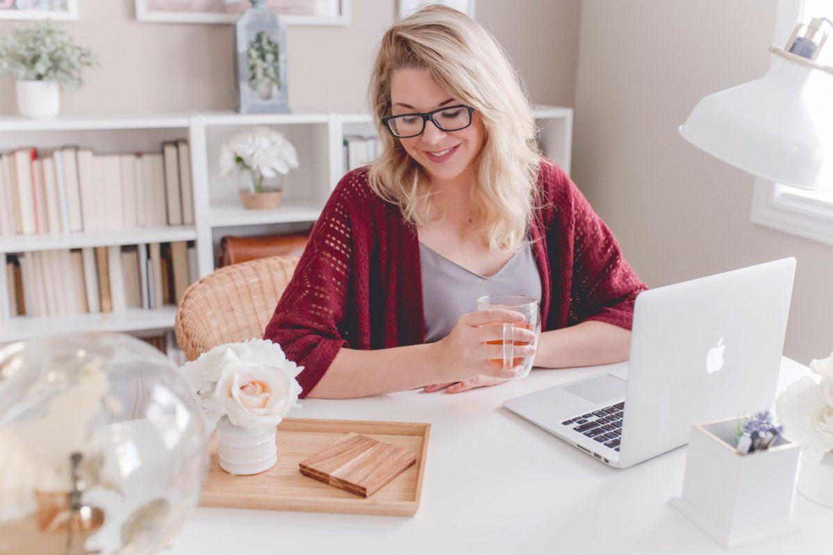 Frau am Lernen