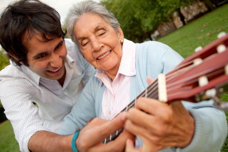 Das Gefühl für ein Instrument, den Rhythmus und die eigene Stimme ist oft bis ins hohe Alter vorhanden